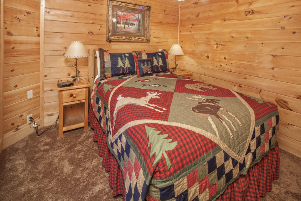Photo of a Pigeon Forge Cabin named  Mountain Charm - This is the fourteenth photo in the set.
