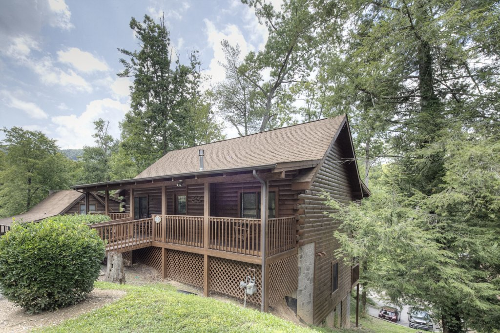 Photo of a Pigeon Forge Cabin named  Young's Hideaway - This is the first photo in the set.