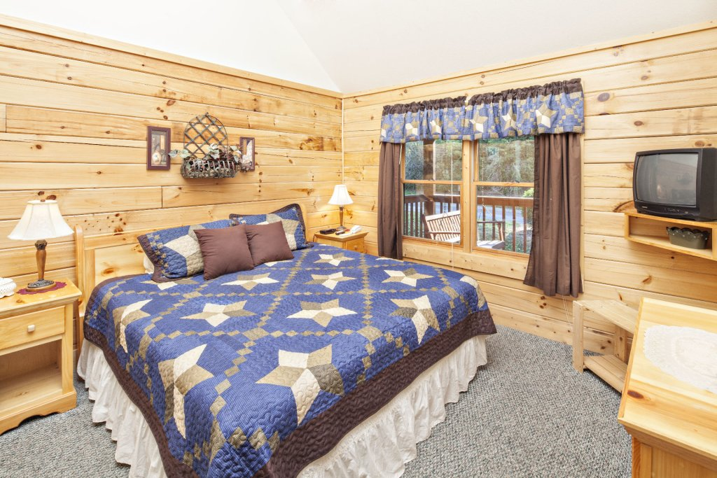 Photo of a Pigeon Forge Cabin named  Young's Hideaway - This is the seventeenth photo in the set.