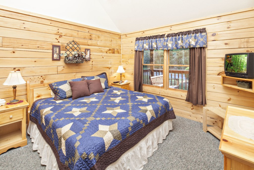 Photo of a Pigeon Forge Cabin named  Young's Hideaway - This is the sixteenth photo in the set.