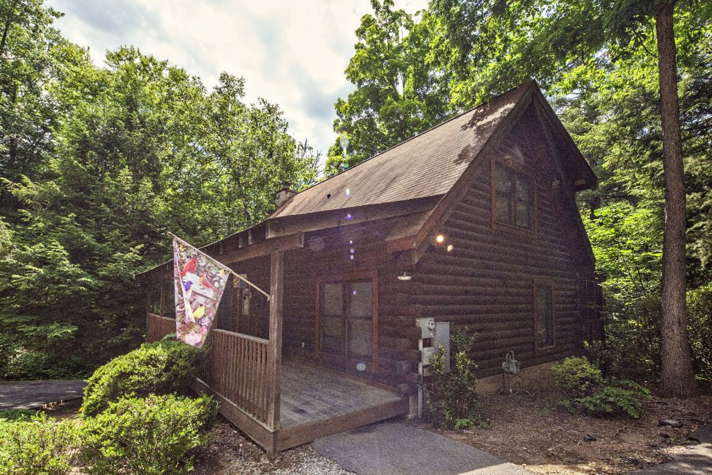Photo of a Pigeon Forge Cabin named  Red Bird Haven - This is the first photo in the set.
