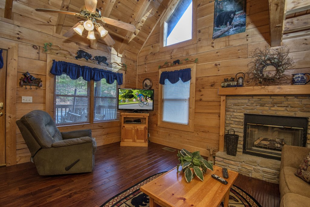Photo of a Pigeon Forge Cabin named  Smoky Mountain Top - This is the fourth photo in the set.