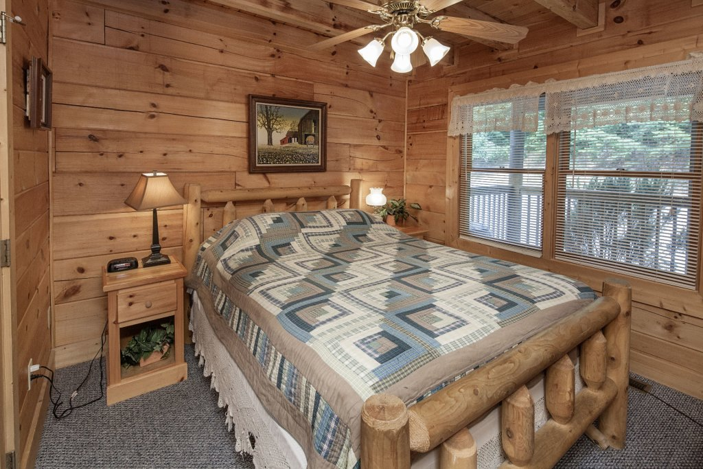 Photo of a Pigeon Forge Cabin named  Smoky Mountain Top - This is the twentieth photo in the set.