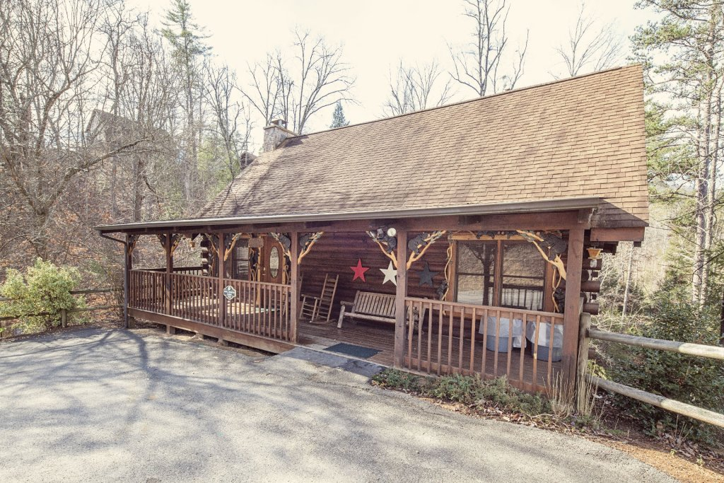 Photo of a Pigeon Forge Cabin named  Coal Miners Cabin - This is the second photo in the set.