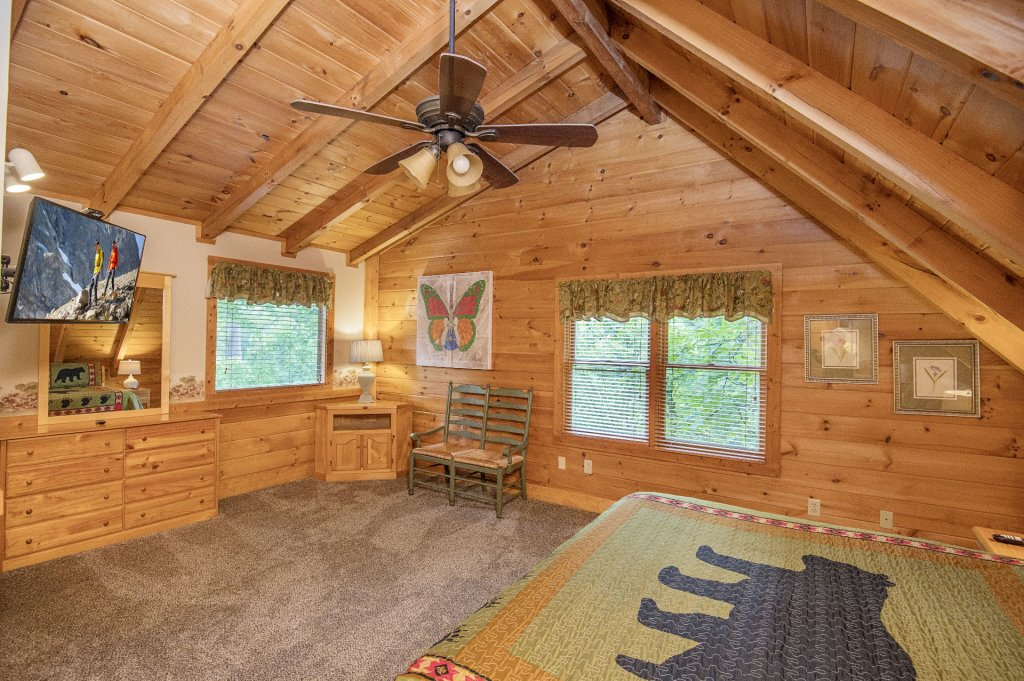 Photo of a Pigeon Forge Cabin named  Coal Miners Cabin - This is the forty-first photo in the set.