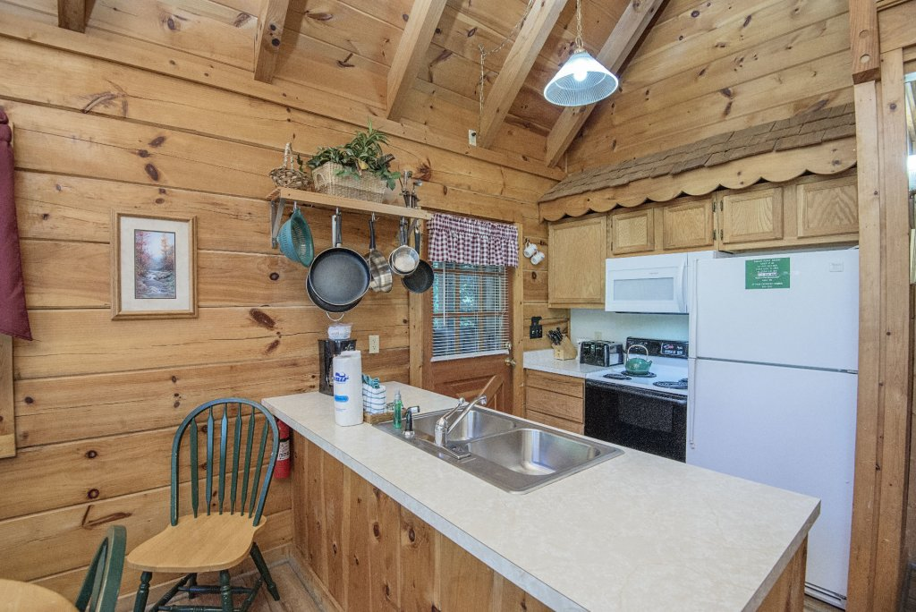 Photo of a Pigeon Forge Cabin named  The Bear Pause - This is the eighth photo in the set.