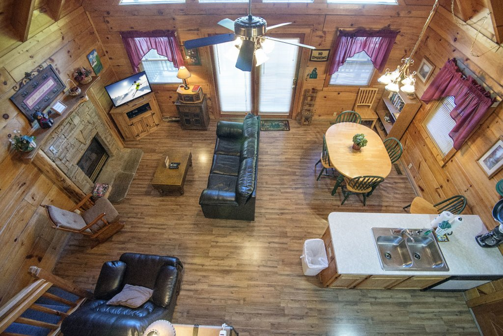 Photo of a Pigeon Forge Cabin named  The Bear Pause - This is the sixth photo in the set.