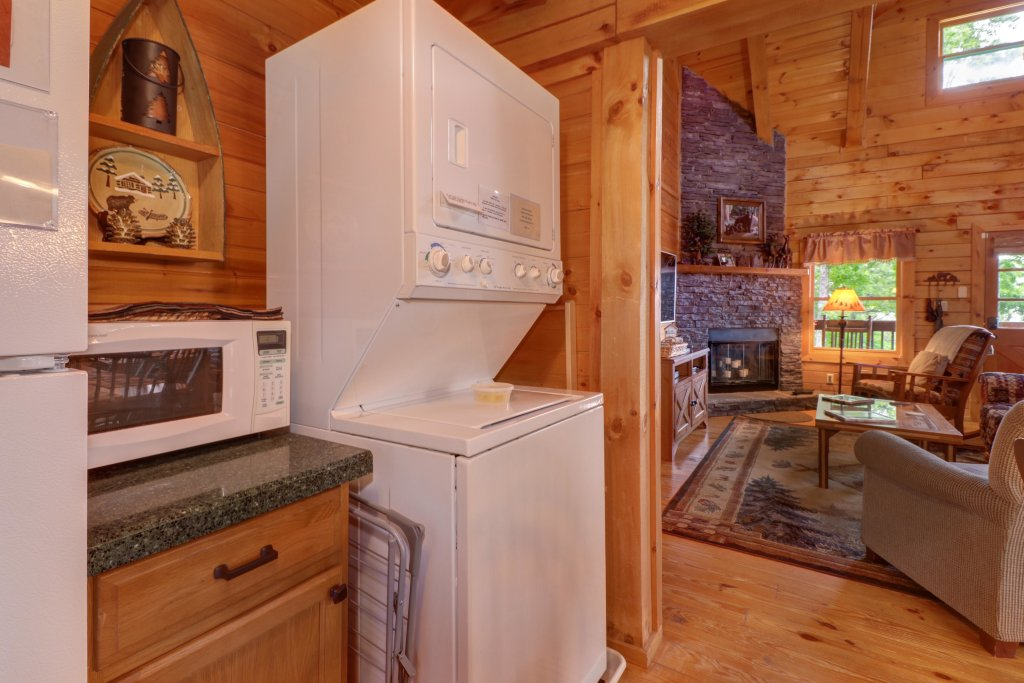 Photo of a Sevierville Cabin named Evergreen - This is the nineteenth photo in the set.