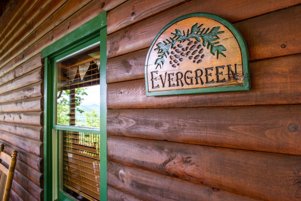 Photo of a Sevierville Cabin named Evergreen - This is the twenty-fourth photo in the set.