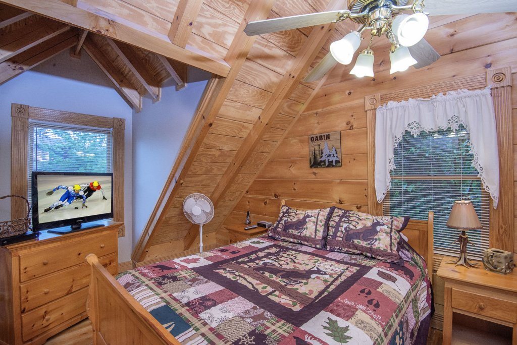 Photo of a Pigeon Forge Cabin named  Making Memories - This is the twenty-seventh photo in the set.