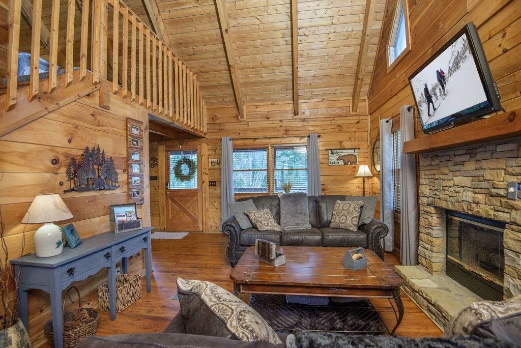Photo of a Pigeon Forge Cabin named  Knotty Pine - This is the third photo in the set.