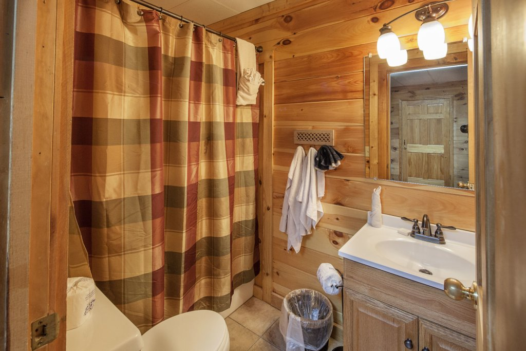 Photo of a Pigeon Forge Cabin named  Smoky Mountain Escape - This is the thirty-fifth photo in the set.