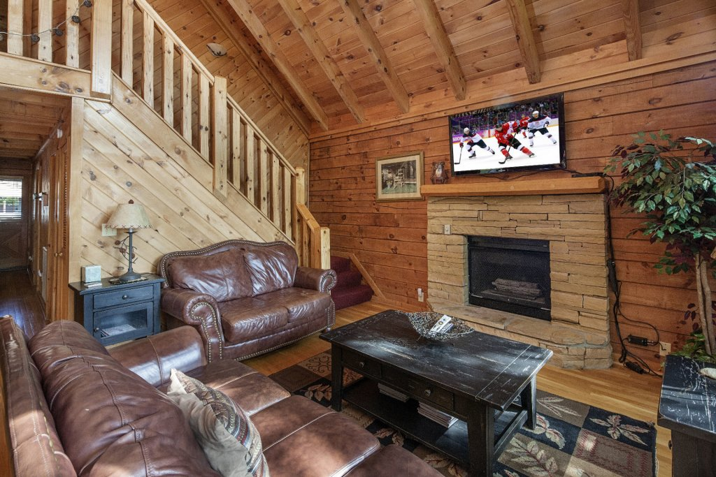 Photo of a Pigeon Forge Cabin named  Smoky Mountain Escape - This is the second photo in the set.