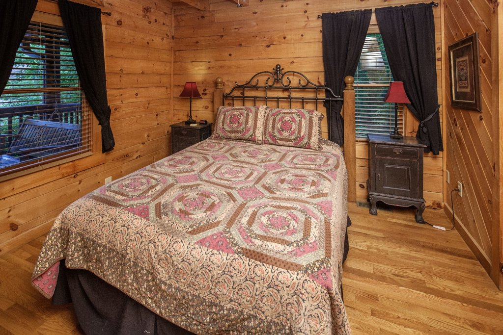 Photo of a Pigeon Forge Cabin named  Smoky Mountain Escape - This is the nineteenth photo in the set.