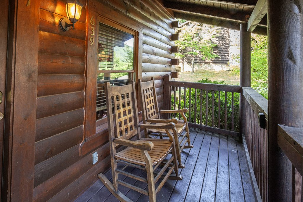 Photo of a Pigeon Forge Cabin named  Smoky Mountain Escape - This is the eighth photo in the set.