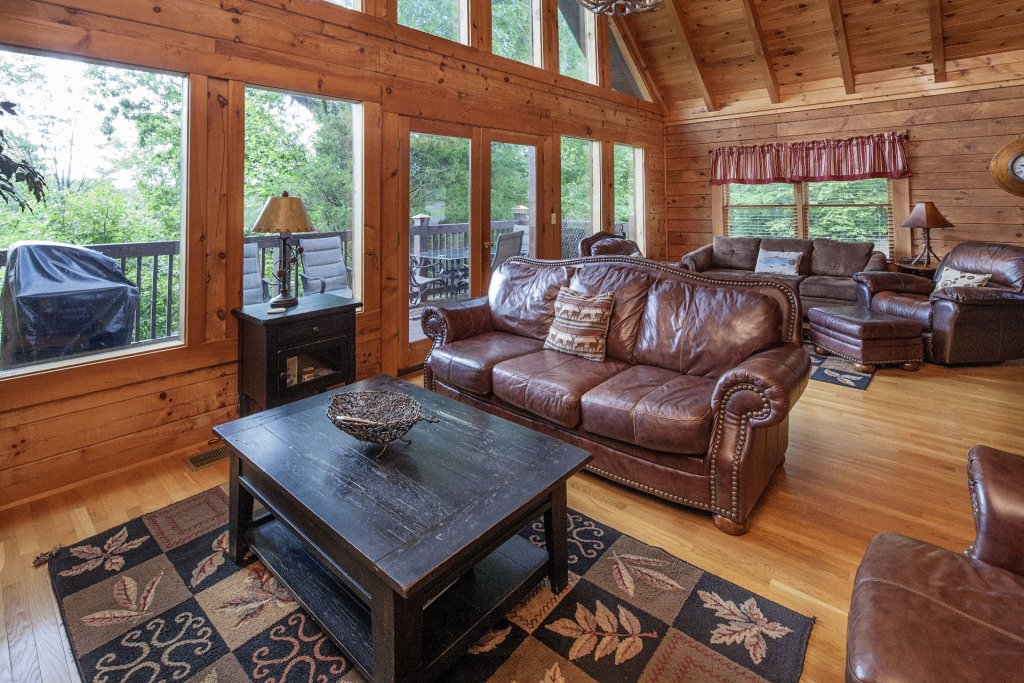 Photo of a Pigeon Forge Cabin named  Smoky Mountain Escape - This is the third photo in the set.