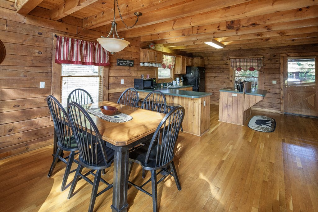 Photo of a Pigeon Forge Cabin named  Smoky Mountain Escape - This is the fourteenth photo in the set.