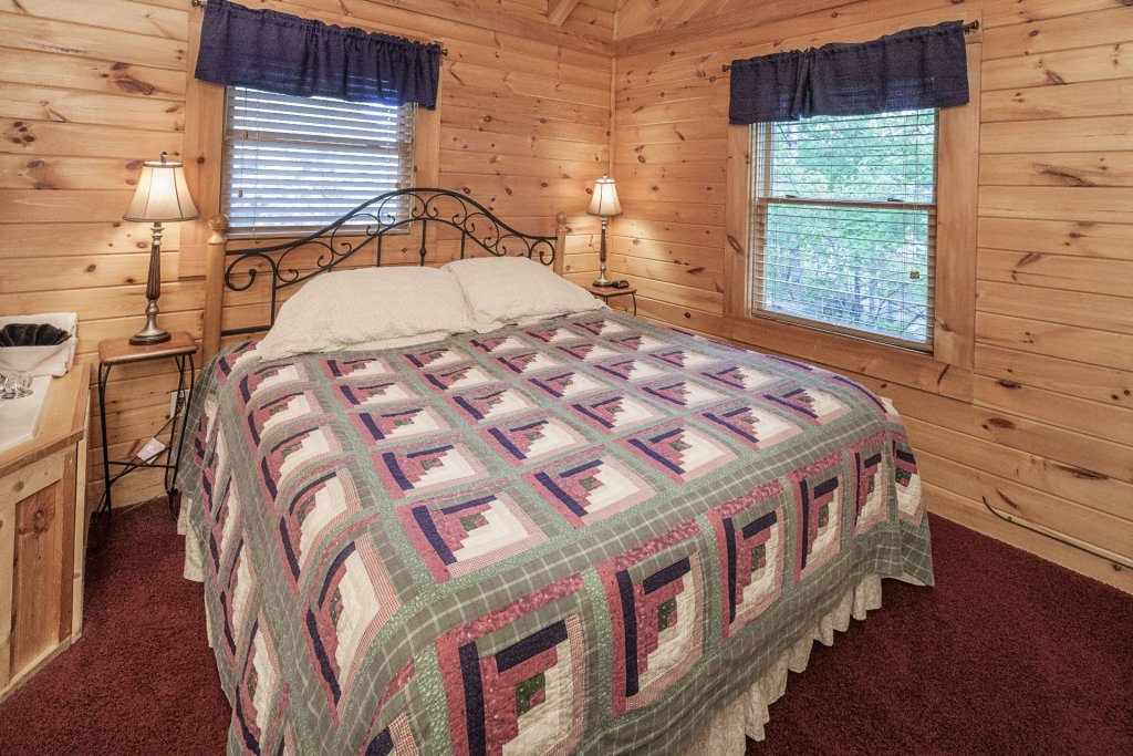 Photo of a Pigeon Forge Cabin named  Smoky Mountain Escape - This is the twenty-sixth photo in the set.