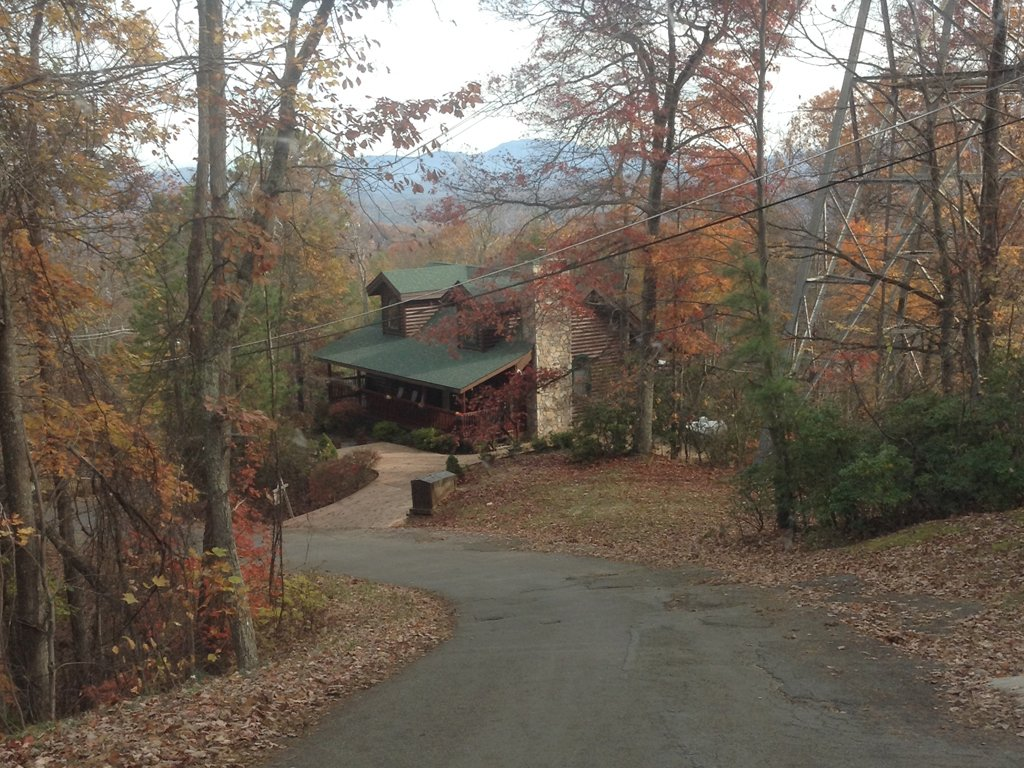 Photo of a Gatlinburg Cabin named Alpine Ski Lodge - This is the twenty-seventh photo in the set.