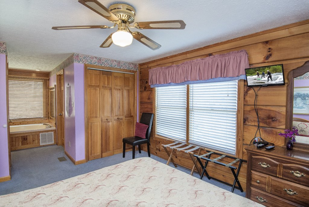 Photo of a Pigeon Forge Cabin named  Cherith Brook - This is the sixteenth photo in the set.