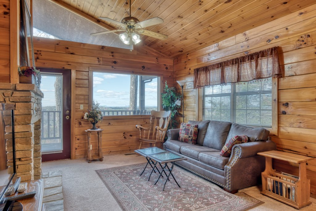 Photo of a Sevierville Cabin named All About Romance - This is the second photo in the set.
