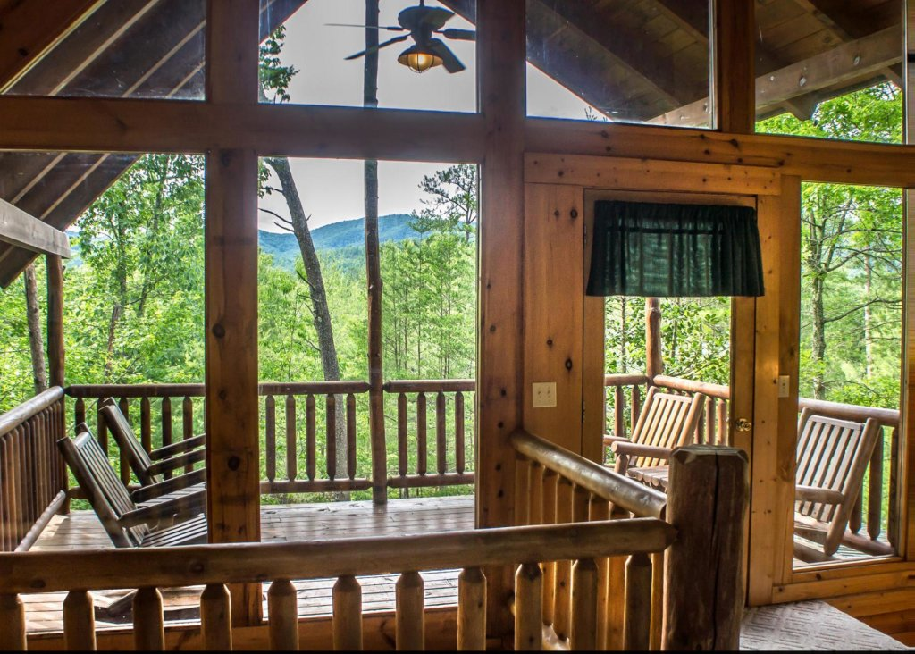 Photo of a Sevierville Cabin named Bear Hug #18 - This is the eighteenth photo in the set.