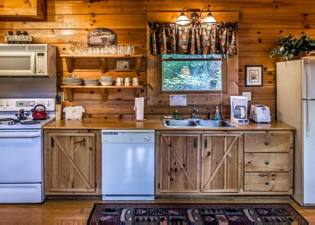 Photo of a Sevierville Cabin named Bear Hug #18 - This is the fifth photo in the set.