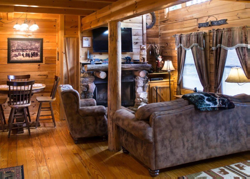 Photo of a Sevierville Cabin named Bear Hug #18 - This is the first photo in the set.