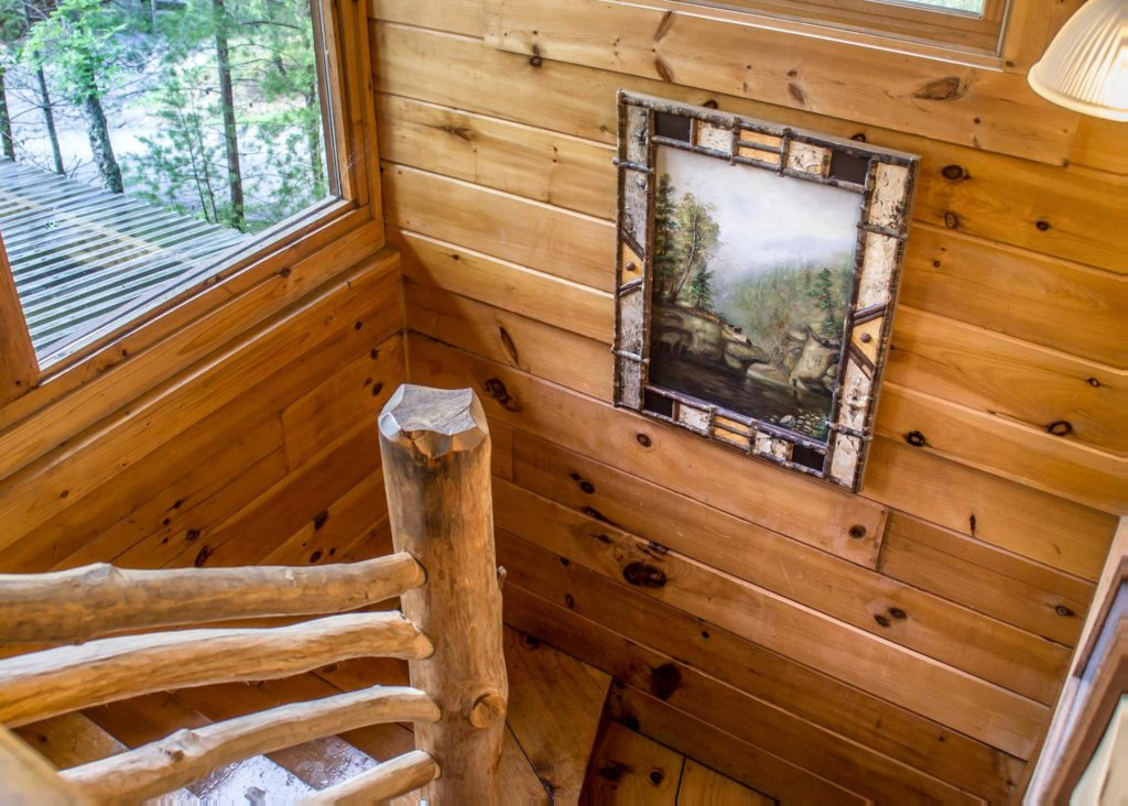 Photo of a Sevierville Cabin named Bear Hug #18 - This is the eleventh photo in the set.