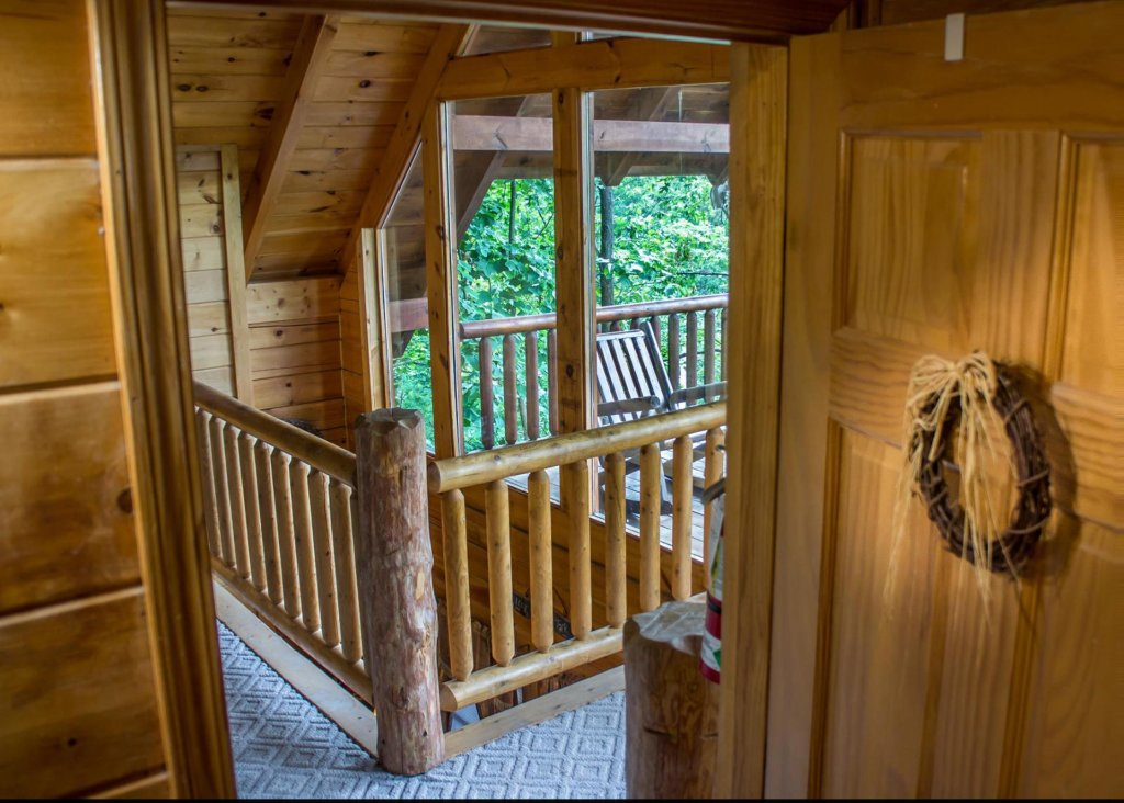 Photo of a Sevierville Cabin named Bear Hug #18 - This is the twelfth photo in the set.
