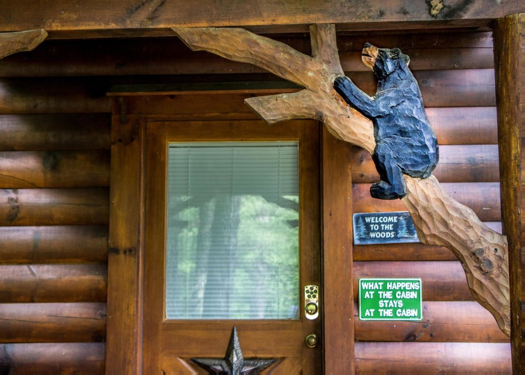 Photo of a Sevierville Cabin named Bear Hug #18 - This is the nineteenth photo in the set.
