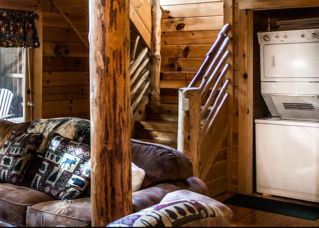 Photo of a Sevierville Cabin named Bear Hug #18 - This is the tenth photo in the set.