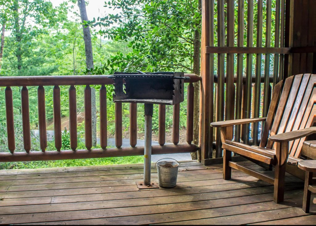 Photo of a Sevierville Cabin named Bear Hug #18 - This is the twenty-second photo in the set.