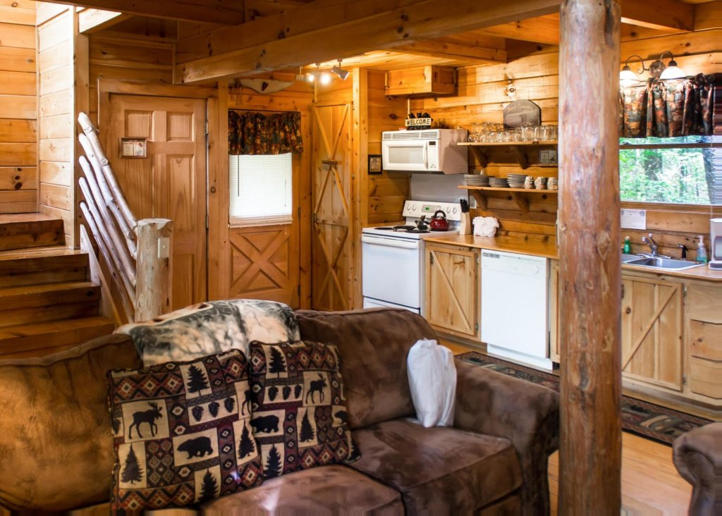 Photo of a Sevierville Cabin named Bear Hug #18 - This is the ninth photo in the set.