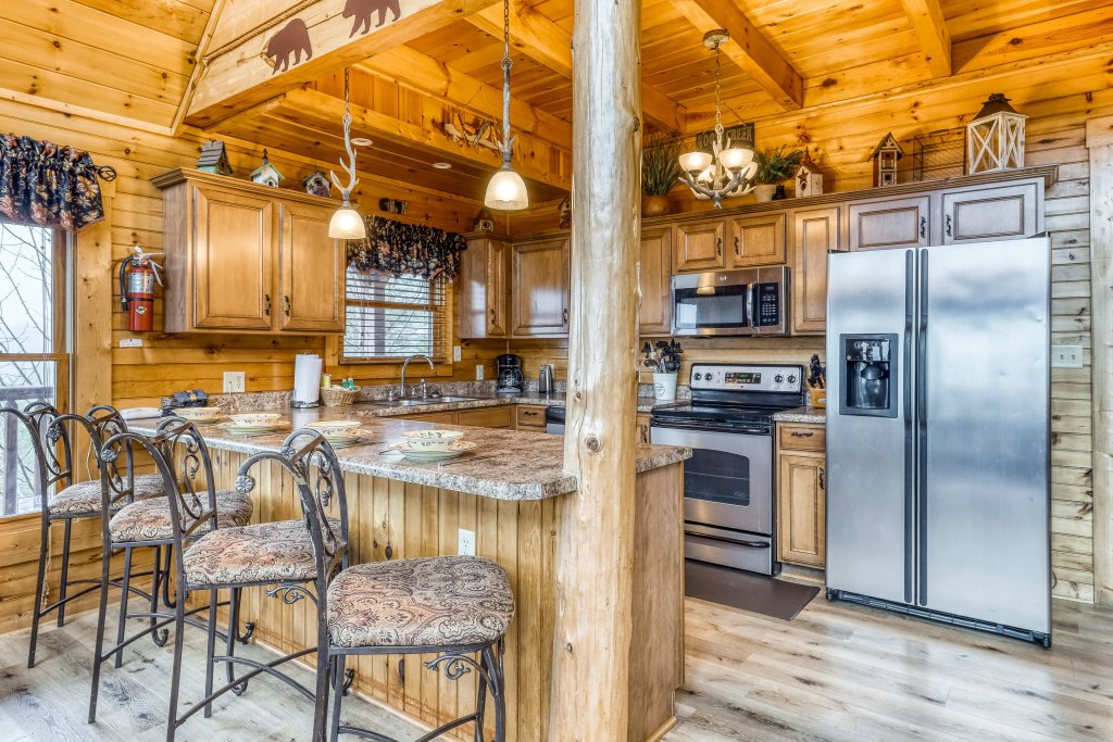 Photo of a Sevierville Cabin named Grizzly Manor - This is the sixth photo in the set.
