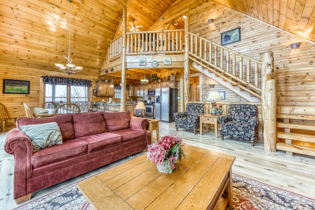 Photo of a Sevierville Cabin named Grizzly Manor - This is the fourth photo in the set.