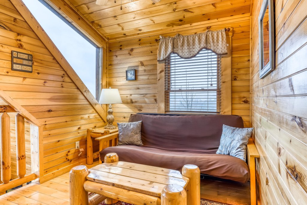 Photo of a Sevierville Cabin named Grizzly Manor - This is the twenty-ninth photo in the set.