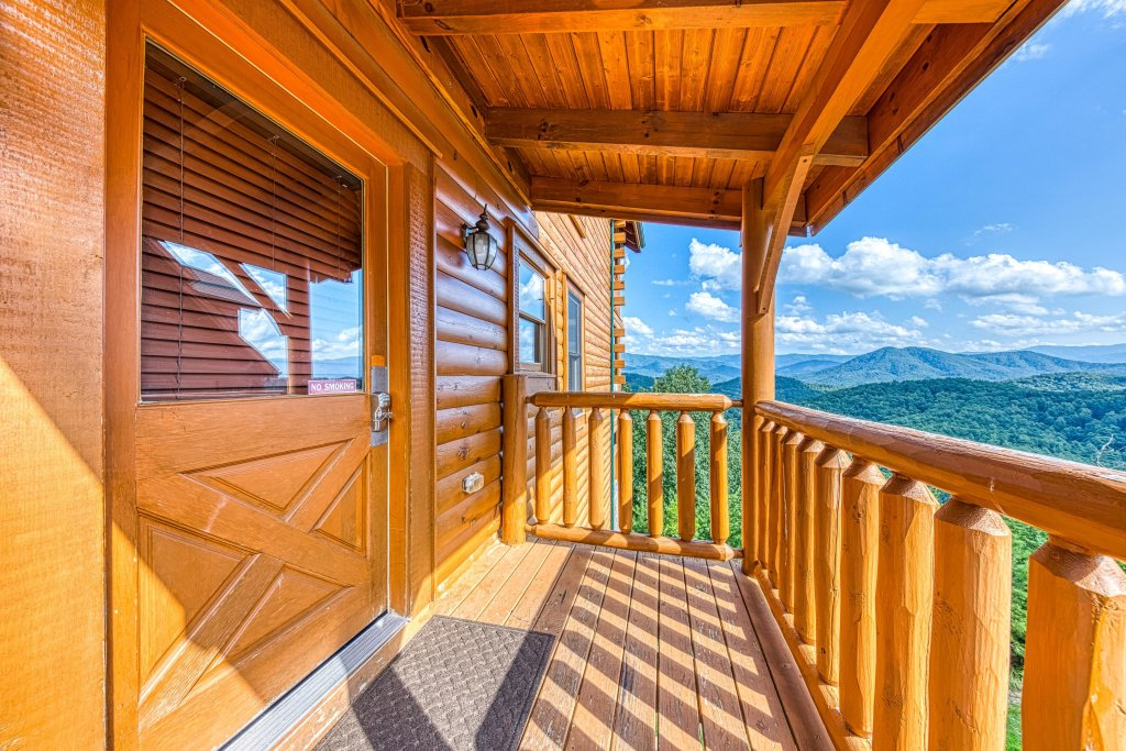 Photo of a Sevierville Cabin named Bella Vista - This is the third photo in the set.