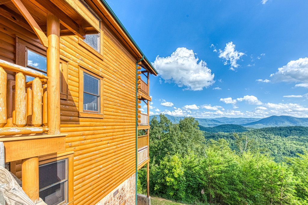Photo of a Sevierville Cabin named Bella Vista - This is the seventh photo in the set.