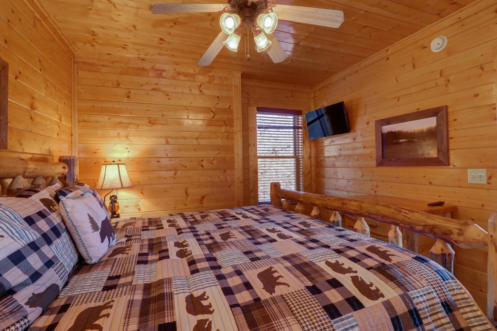 Photo of a Sevierville Cabin named Bella Vista - This is the twenty-fifth photo in the set.