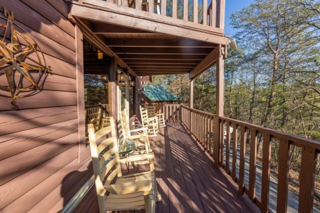 Photo of a Pigeon Forge Cabin named Eagle Watch Den - This is the sixth photo in the set.
