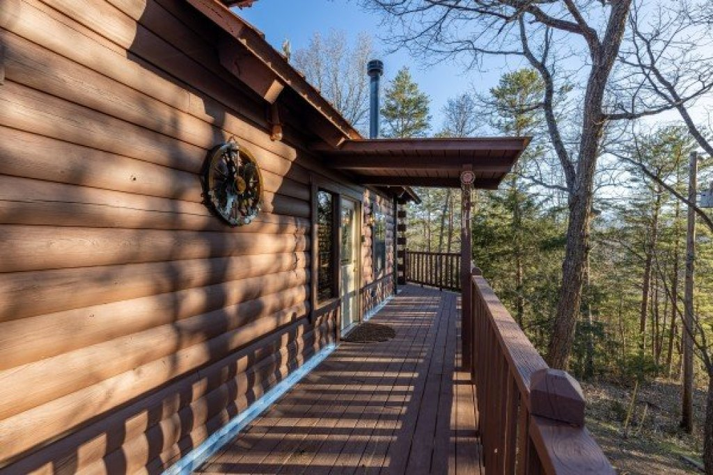 Photo of a Pigeon Forge Cabin named Eagle Watch Den - This is the seventh photo in the set.