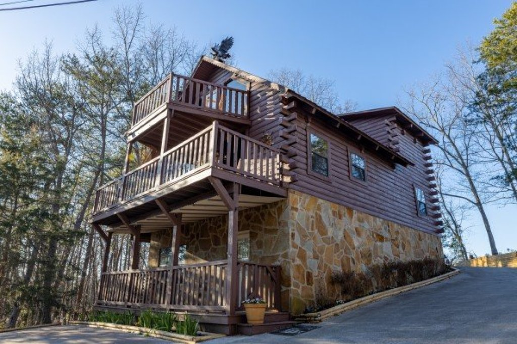 Photo of a Pigeon Forge Cabin named Eagle Watch Den - This is the thirty-fifth photo in the set.