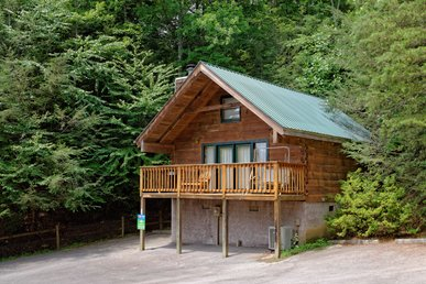 Beautiful Romantic Log Cabin Near Downtown Gatlinburg Walk To The Park!