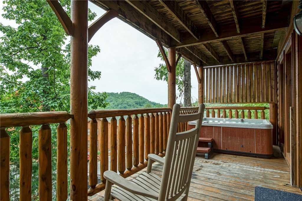Photo of a Sevierville Cabin named Mountain Seduction - This is the second photo in the set.