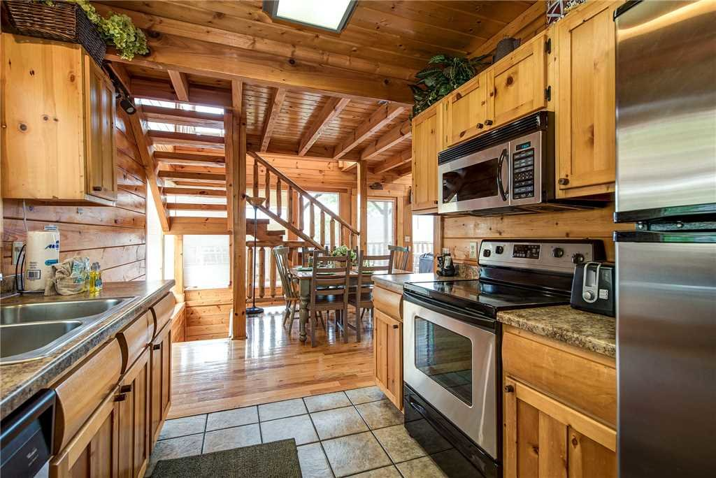 Photo of a Sevierville Cabin named Mountain Seduction - This is the eighth photo in the set.