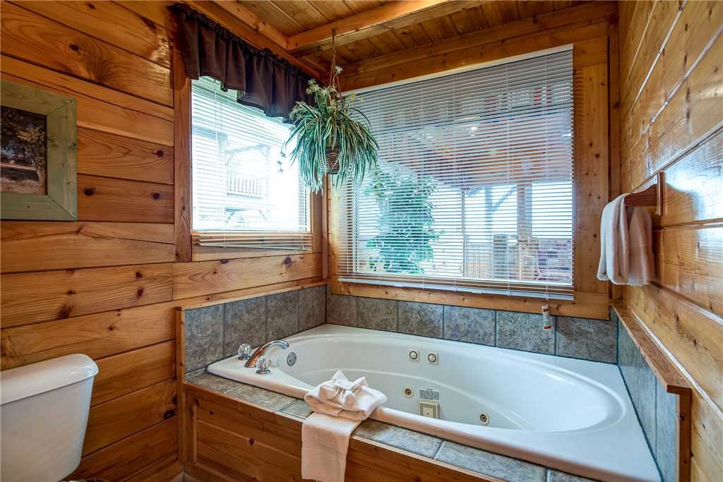 Photo of a Sevierville Cabin named Mountain Seduction - This is the seventeenth photo in the set.
