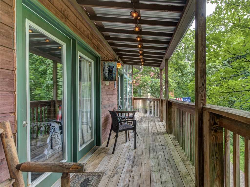 Photo of a Gatlinburg Cabin named Big Bear Ski Chalet - This is the eighteenth photo in the set.