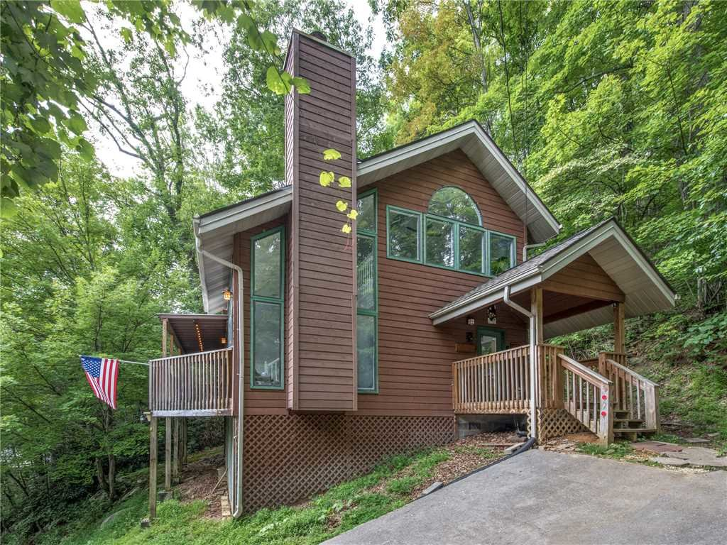 Photo of a Gatlinburg Cabin named Big Bear Ski Chalet - This is the twenty-second photo in the set.