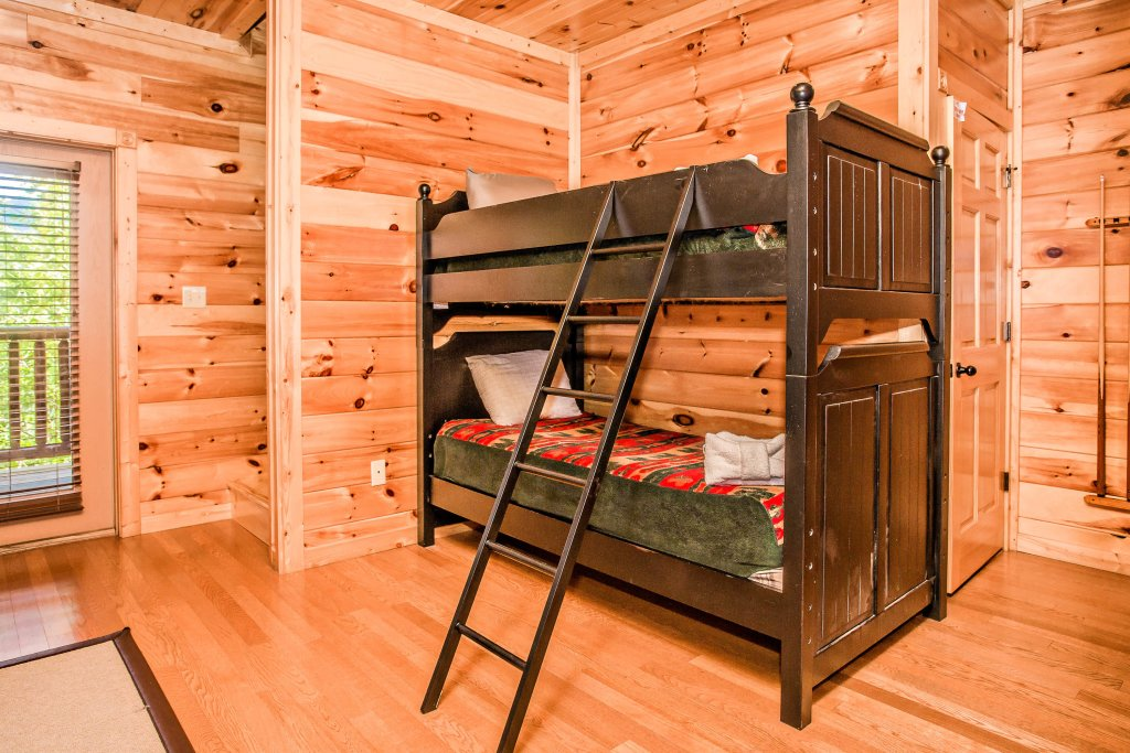 Photo of a Gatlinburg Cabin named Heavenly Hilltop Getaway - This is the nineteenth photo in the set.